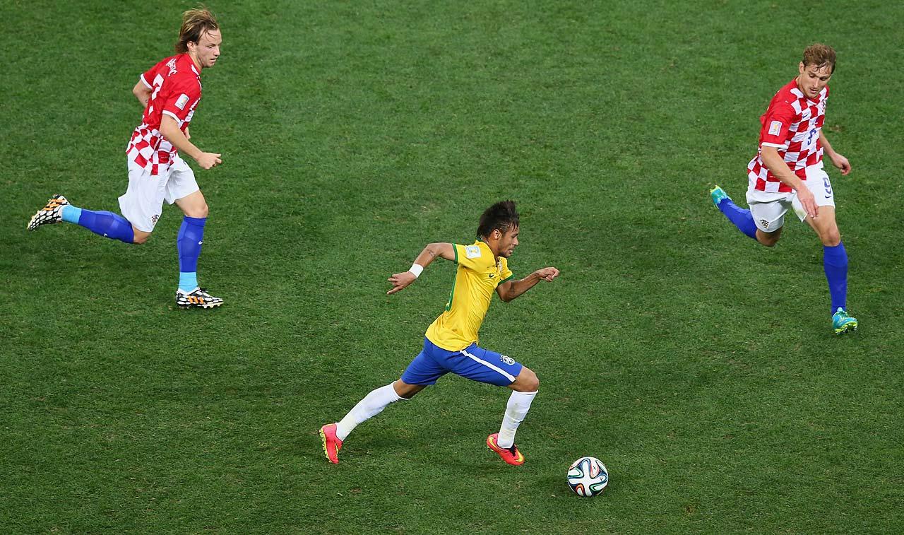 Neymar controls the ball as Ivan Rakitic (left) and Nikica Jelavic of Croatia give chase.