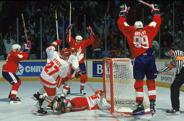 Mario Lemieux (center) and Wayne Gretzky (99) celebrated the winner in Game 2 of the 1987 Canada Cup.