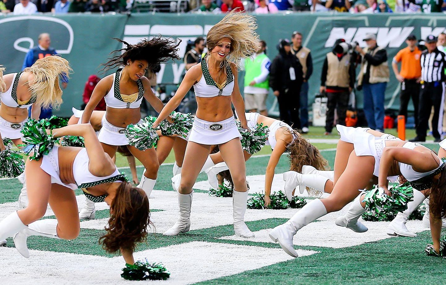 New York Jets Flight Crew cheerleaders seem to be losing their footing along with the Jets