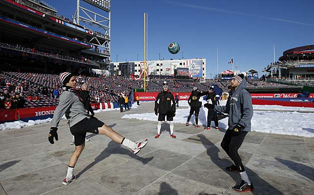 The Blackhawks warmed up with a little futbol.