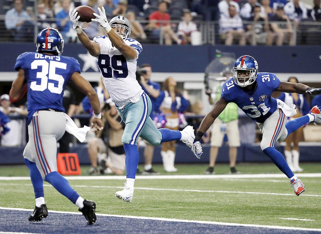 Gavin Escobar catches a touchdown in the Cowboys' 31-21 victory over the Giants.