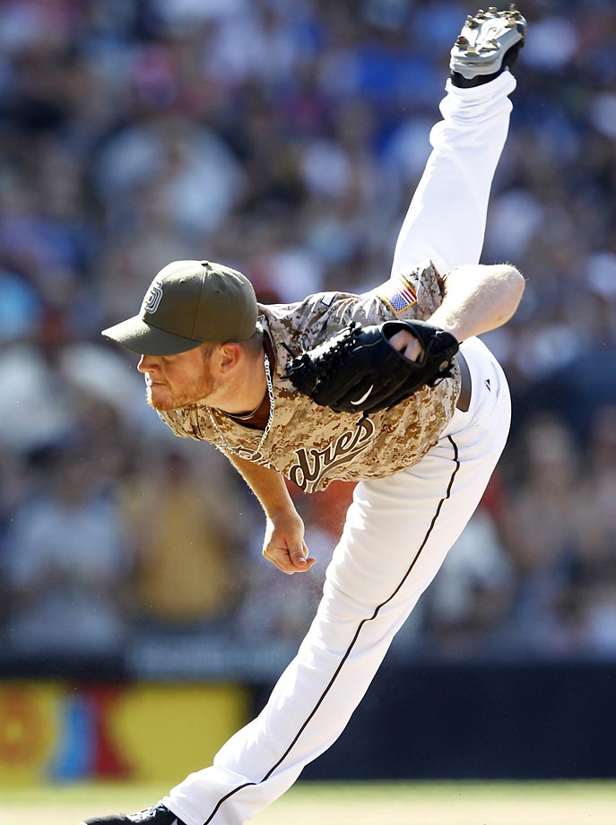Craig Kimbrel of the San Diego Padres makes a big stretch in the ninth inning to shut down the Giants. The Padres won 6-4.
