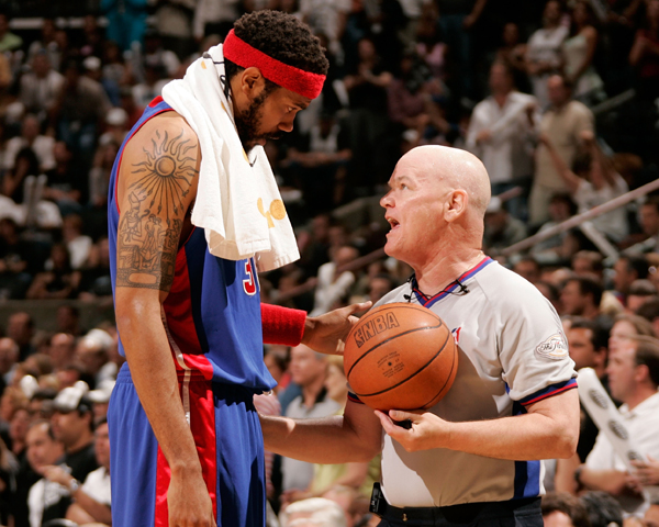 Rasheed Wallace and Joey Crawford :: Getty Images