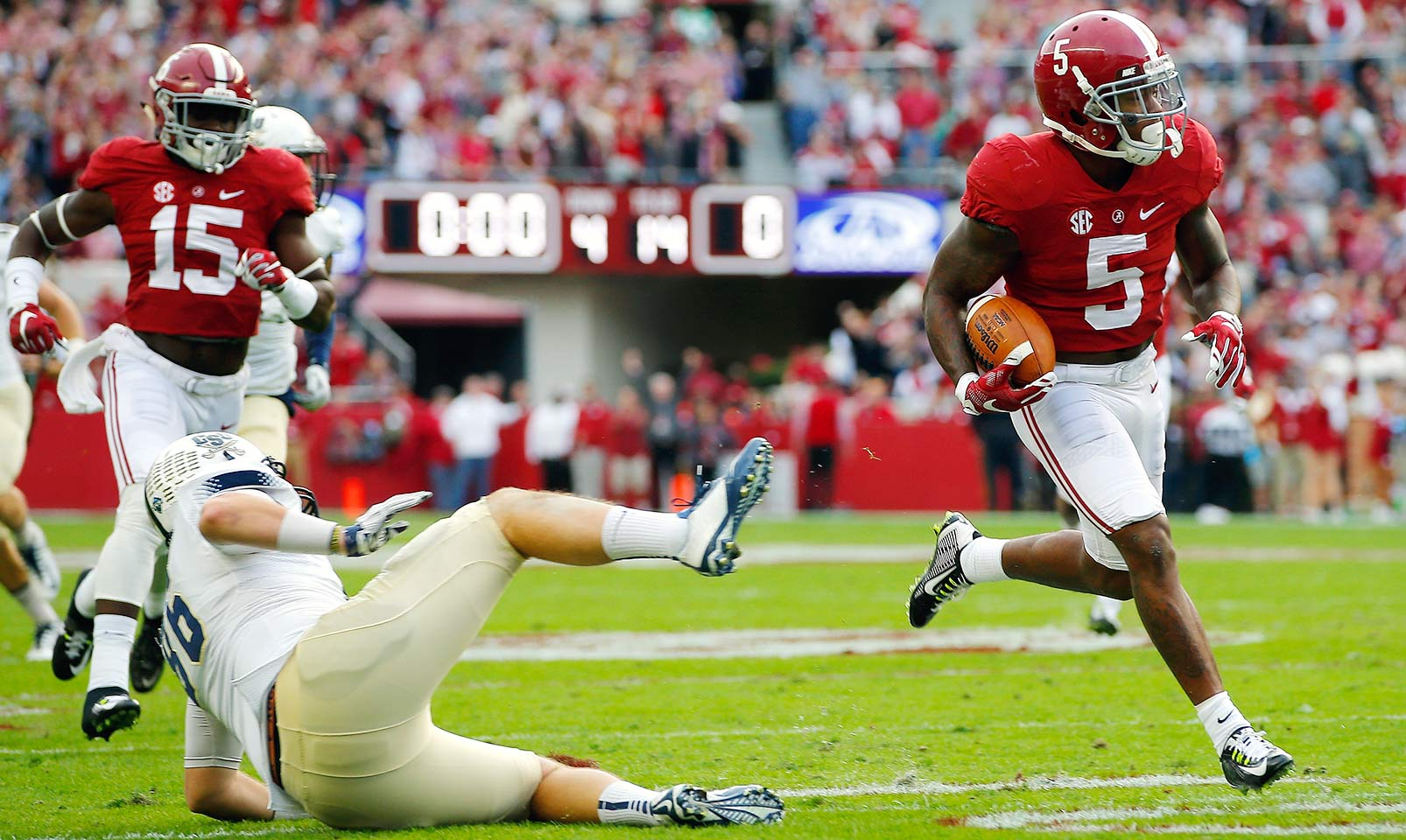 Alabama 56, Charleston Southern 6: Cyrus Jones returned two punts for touchdowns as the Crimson Tide raced to a 49–0 lead by halftime.