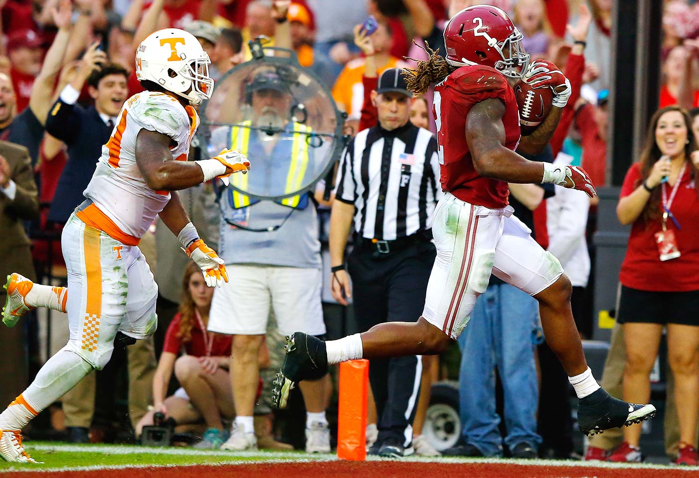 Alabama 19, Tennessee 14: It took a Derrick Henry touchdown run with 2:24 remaining to give the Crimson Tide the lead for good. Two Alabama sacks on the Volunteers' ensuing drive helped seal the win, especially the second, which resulted in a fumble recovery by Ryan Anderson.