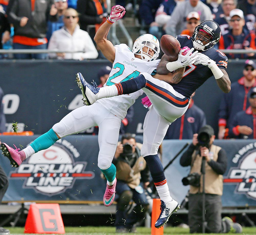 Miami Dolphins cornerback Cortland Finnegan breaks up a pass intended for Bears receiver Alshon Jeffery.