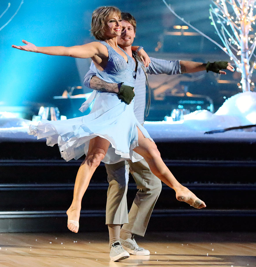 Olympic champion figure skater Dorothy Hamill and dancing partner Tristan MacManus withdrew after only two dances due to a potential severe back injury to Hamill in Season 16.