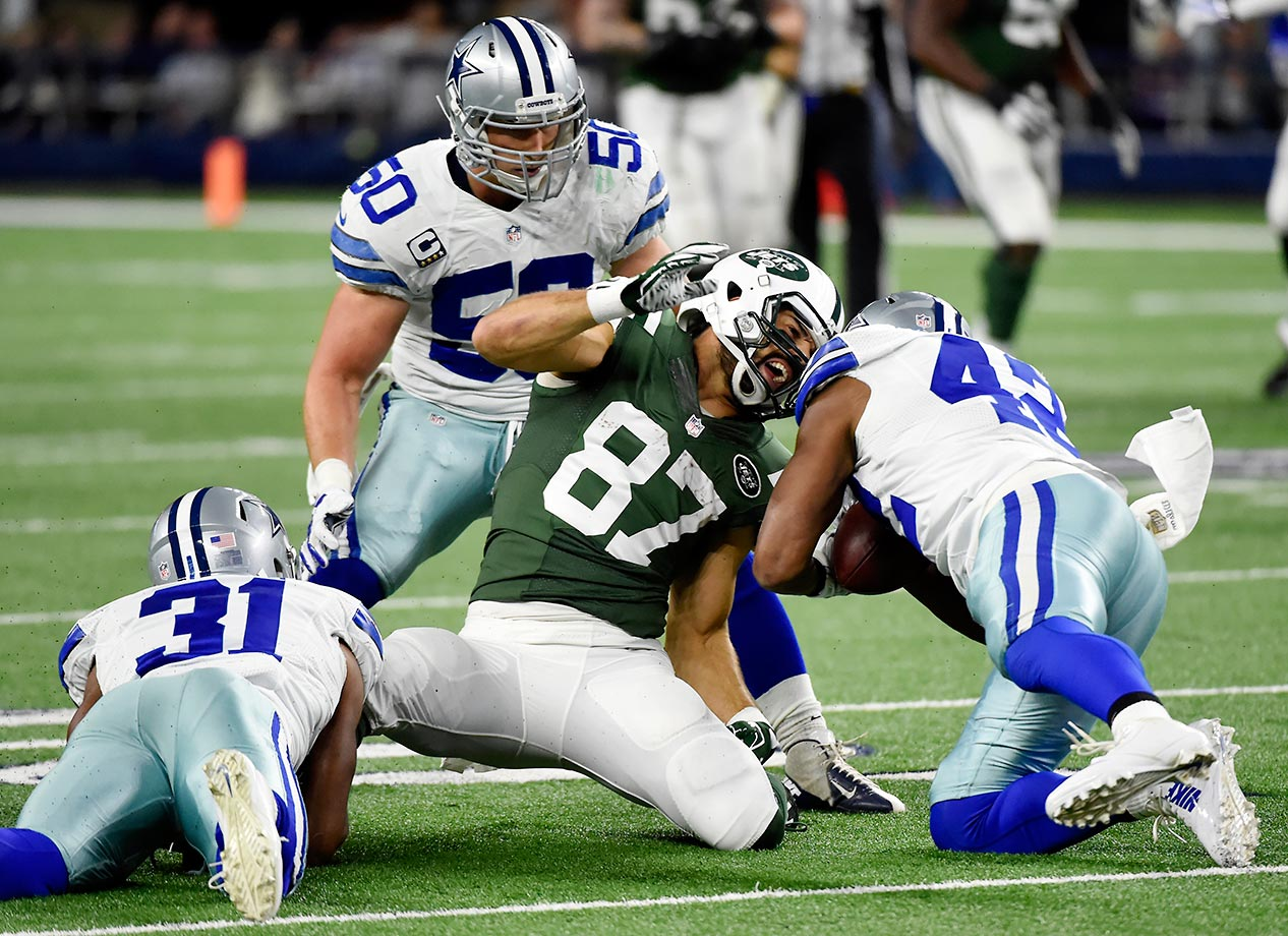 Eric Decker of the New York Jets loses the ball after a catch against the Cowboys.