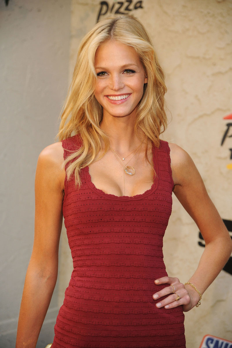 Erin Heatherton :: Getty Images
