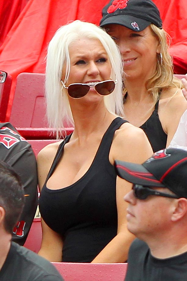 The sunglasses on this Buccaneers fan seem to have a mind of their own.
