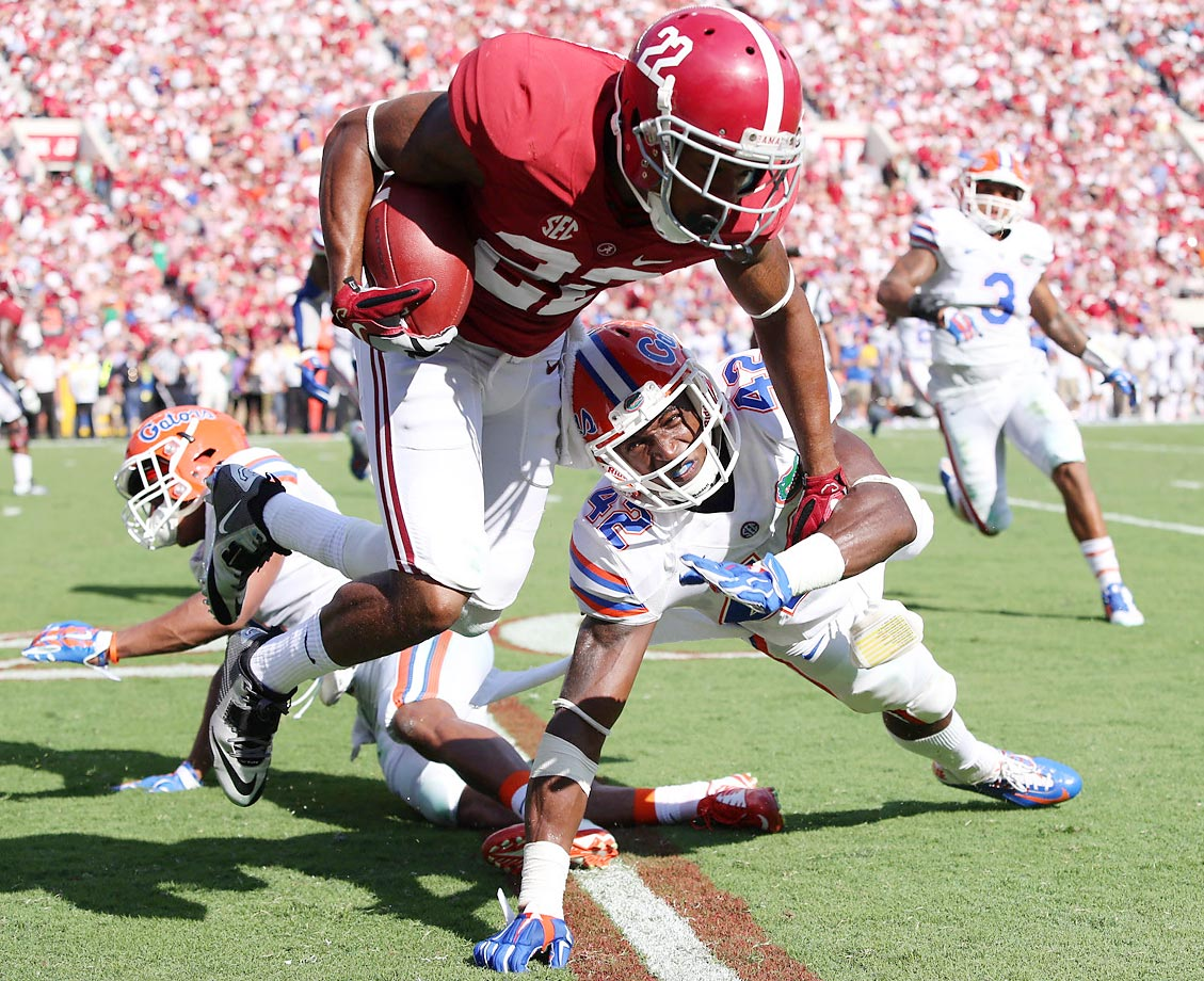 Christion Jones of Alabama makes a four-yard reception in the second quarter against Keanu Neal of Florida.