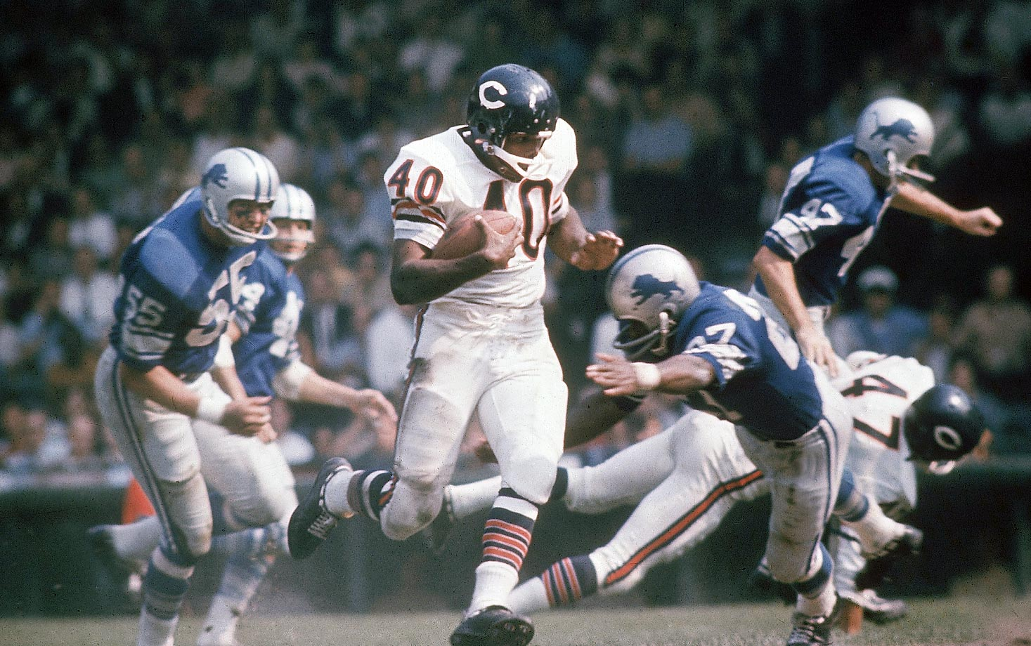 Hall of Fame running back Gale Sayers in a Chicago Bears game against the Detroit Lions.