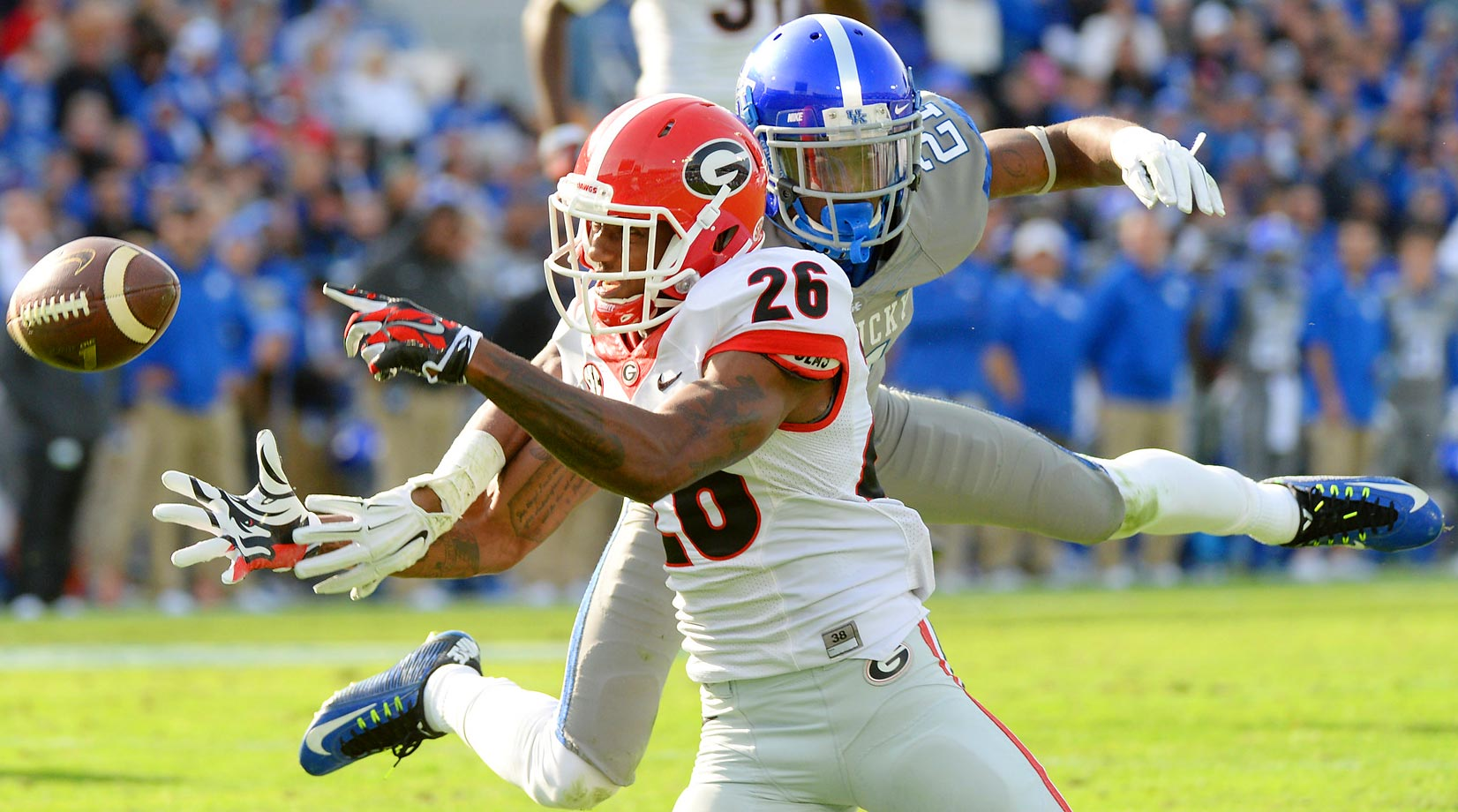 Georgie wide receiver Malcolm Mitchell attempts to make a catch against Kentucky cornerback Nate Willis.