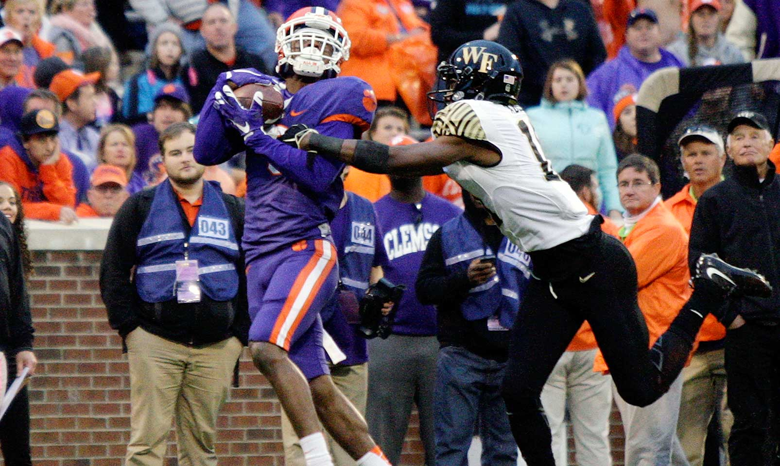 Clemson 33, Wake Forest 13: The Tigers' defense shut down the Demon Deacons, holding them to 152 yards of offense and 1.2 yards per carry. Deshaun Watson came through with another big game, passing for 343 yards with four total touchdowns.