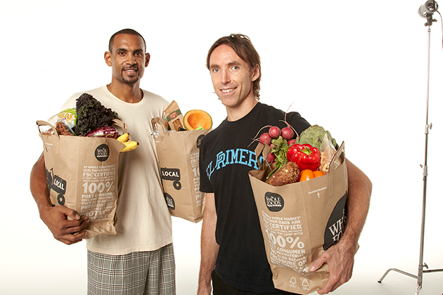 Steve Nash teaches Grant Hill the finer points of grocery shopping back when the two were on the Phoenix Suns together in 2011.