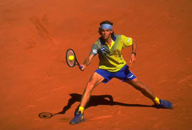 Kuerten during the final of the French Open against Sergi Bruguera at Roland Garros.