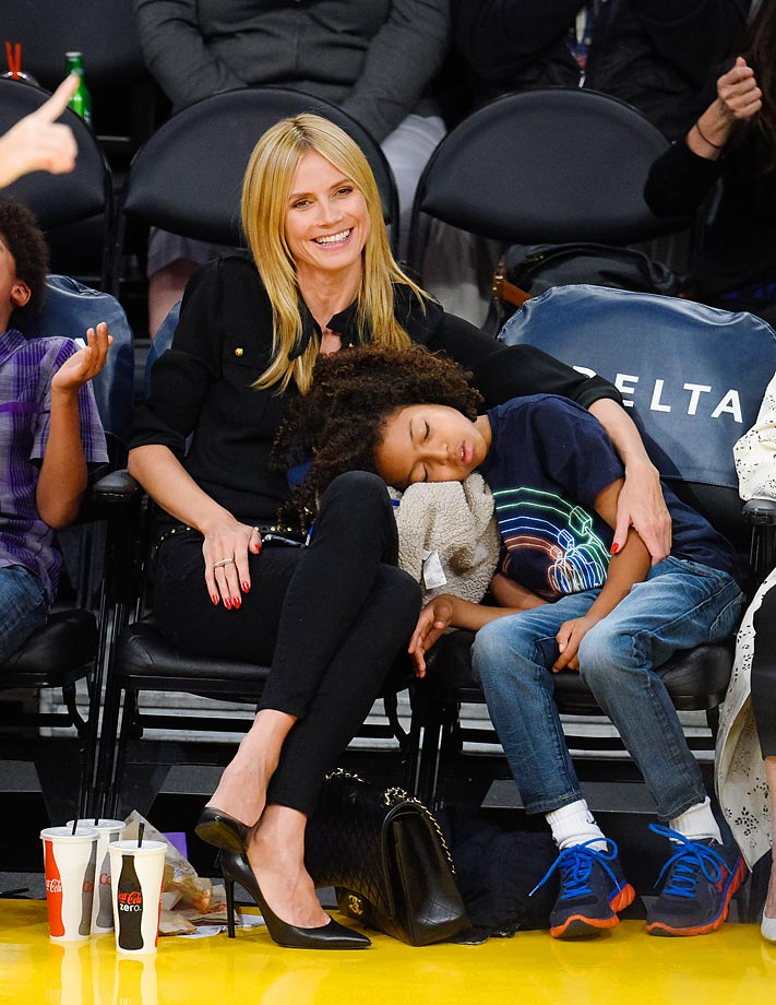 Heidi Klum's son isn't very thrilled about being courtside at the Lakers-Pelicans game.