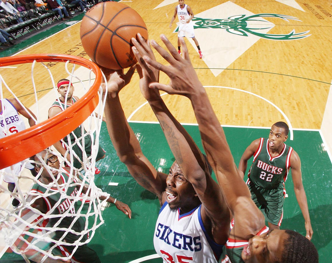 76ers center Henry Sims goes up for a layup during a 93-81 loss to the Bucks.