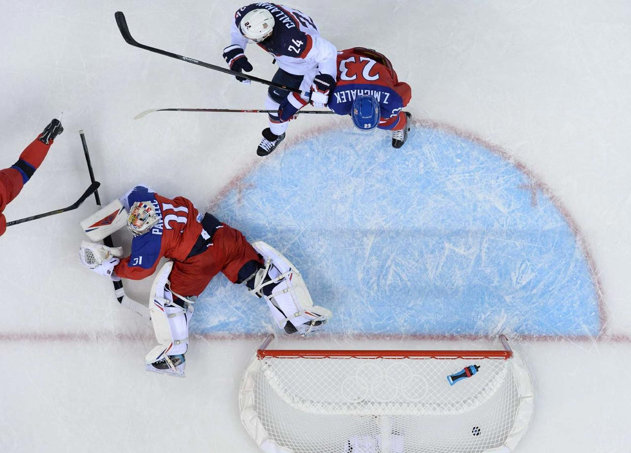 David Backes of the U.S. scores the 3-1 goal against the Czech Republic.