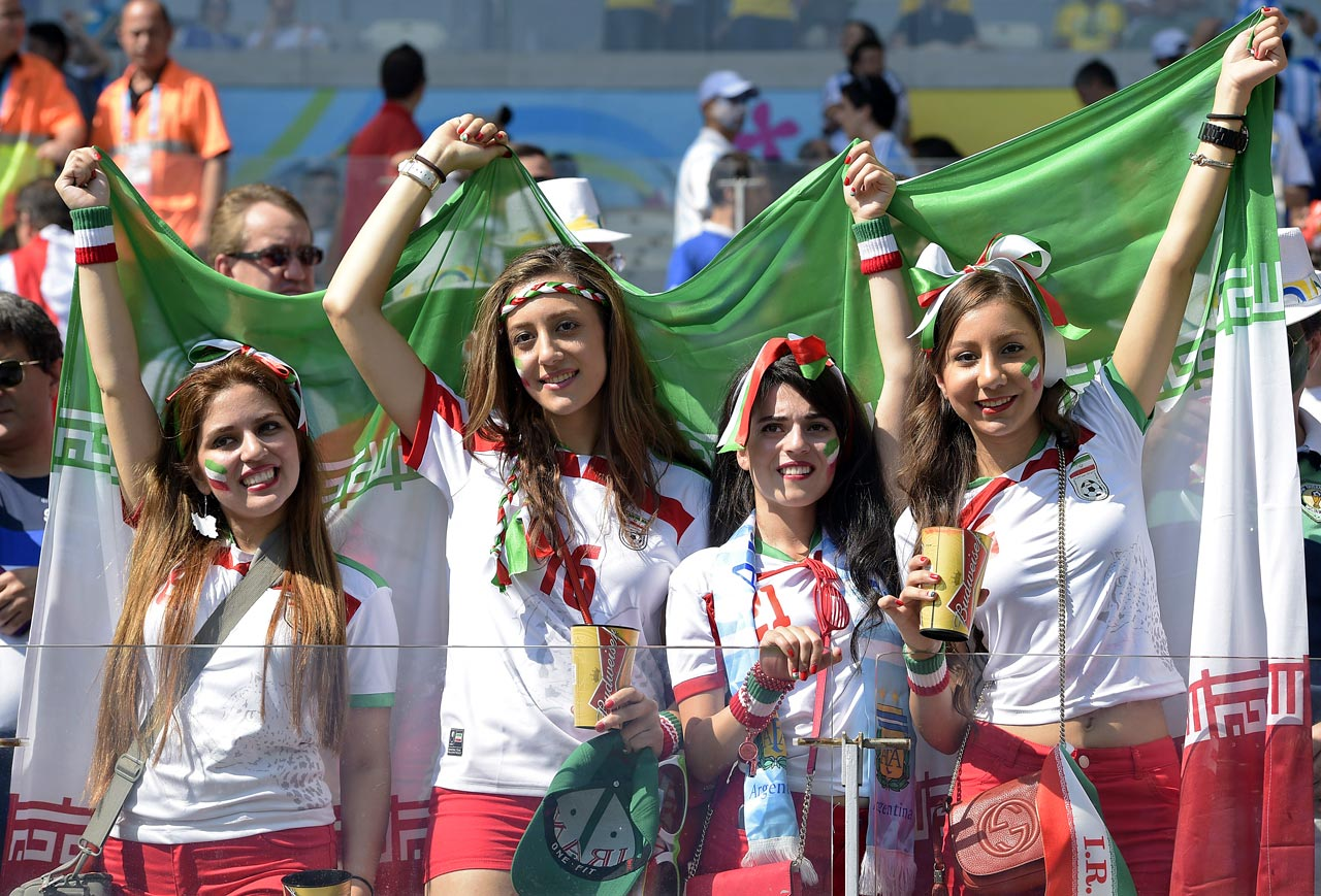 iran-female-fans.jpg