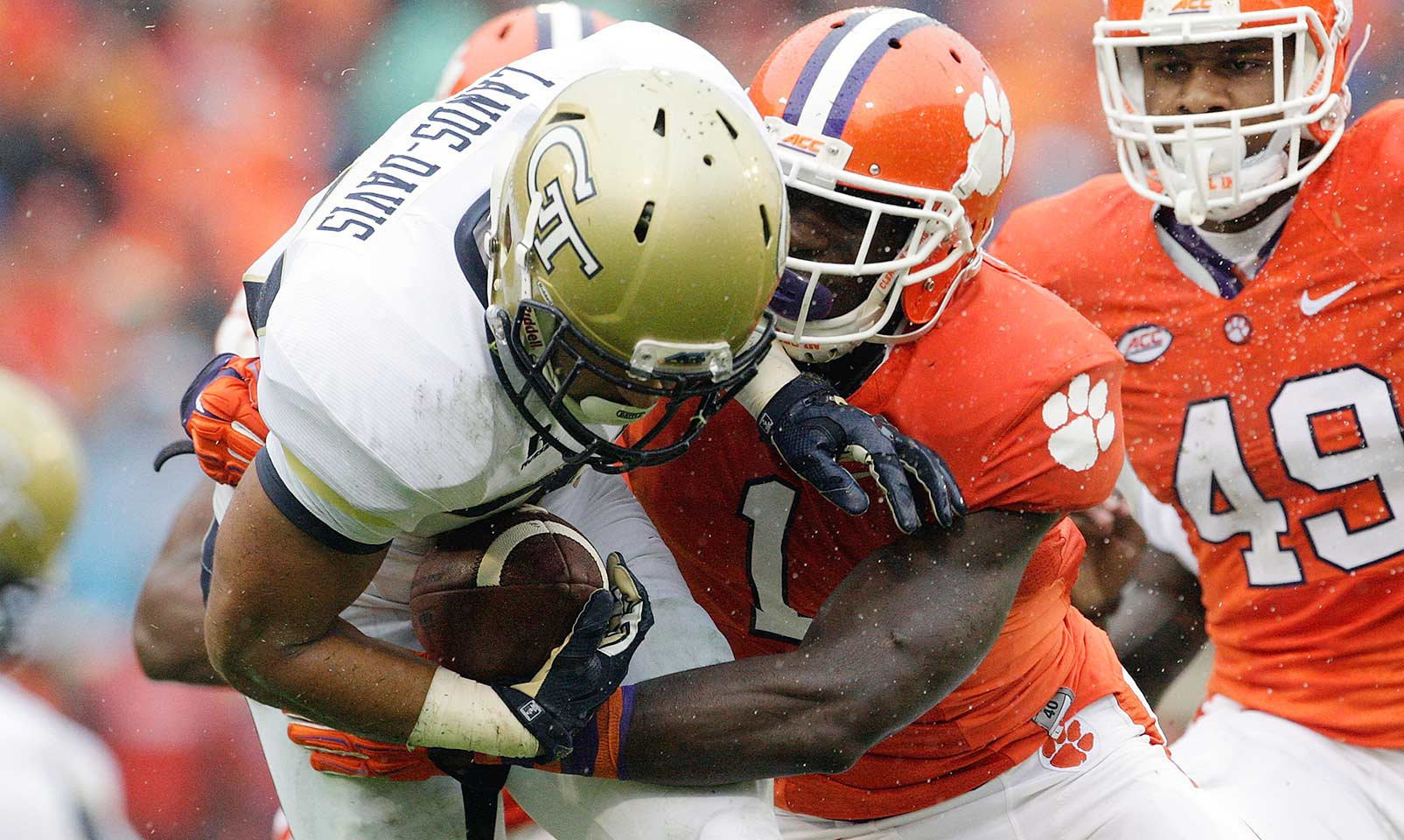 Clemson 43, Georgia Tech 24: After two straight tight wins, the Tigers routed the Yellow Jackets, building a 33–10 lead by halftime. All facets of the game clicked as Deshaun Watson and Wayne Gallman each contributed two scores while Clemson's defense held Georgia Tech to 1.7 yards per carry.