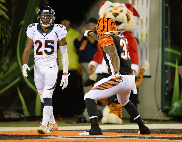 Chris Harris and Jeremy Hill :: Getty Images