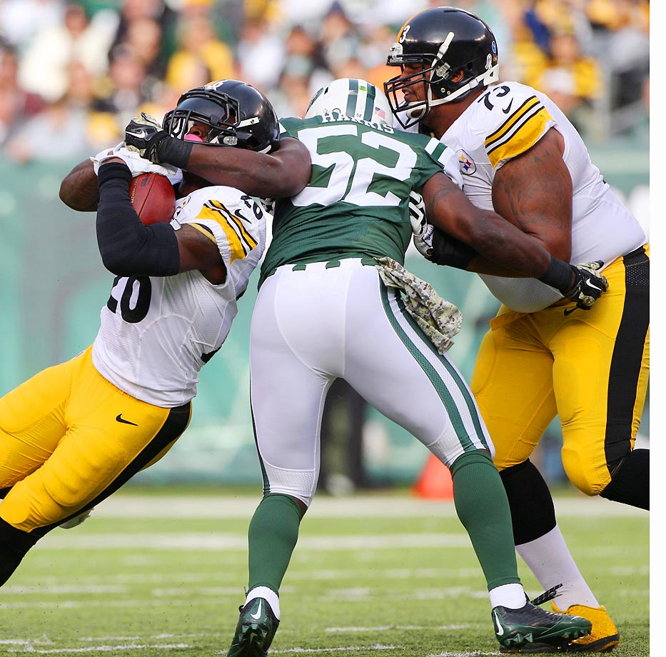 Pittsburgh Steelers running back Le'Veon Bell tries to escape New York Jets linebacker David Harris.
