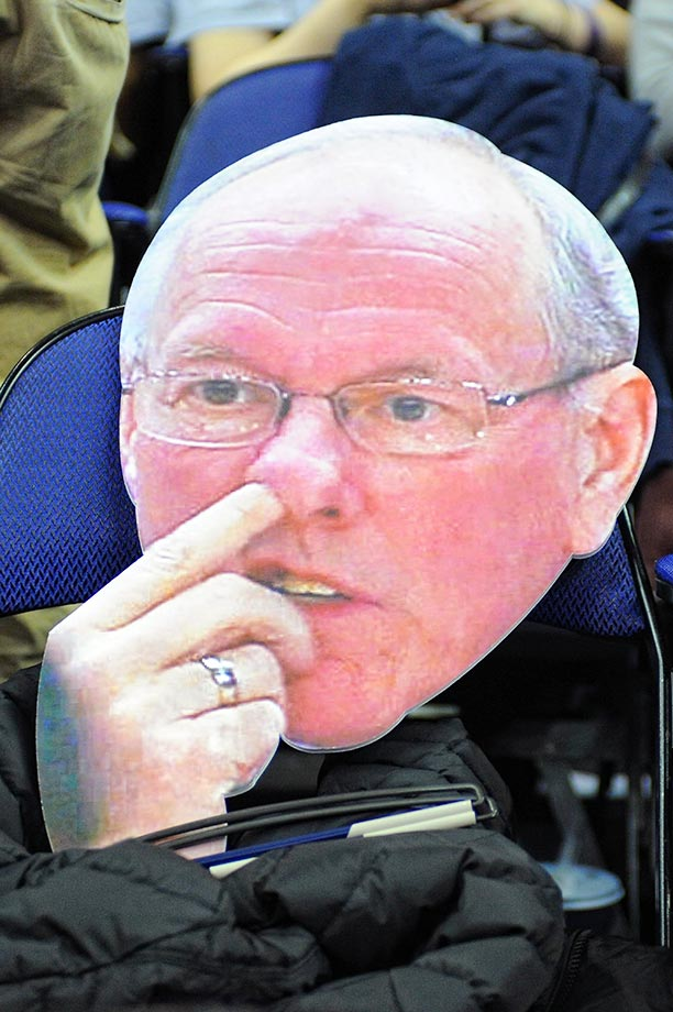 Syracuse coach Jim Boeheim really isn't doing that; it's just a fan's sign.