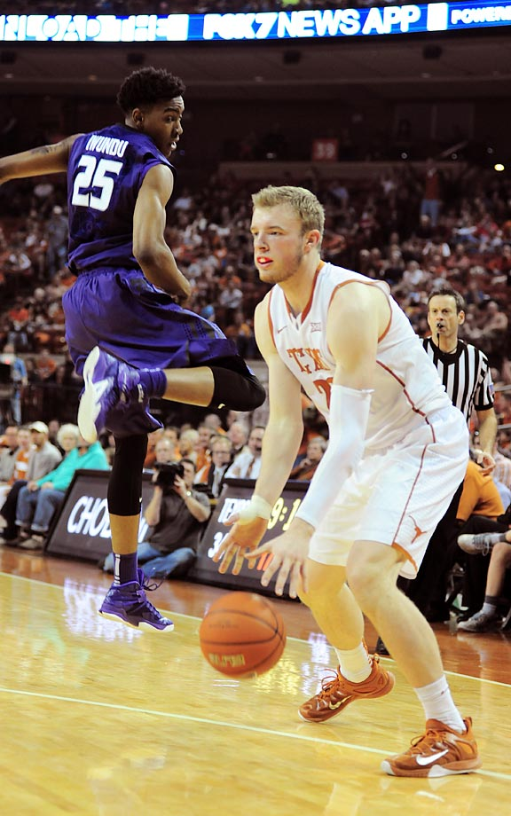Texas forward Connor Lammert fakes out Wesley Iwundu of Kansas State.