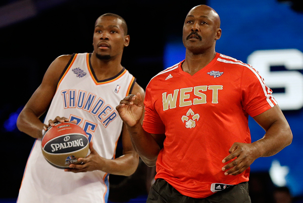 Thunder star Kevin Durant and Malone watch the skills competition at 2014 NBA All Star Weekend. (AP Photo/Gerald Herbert)