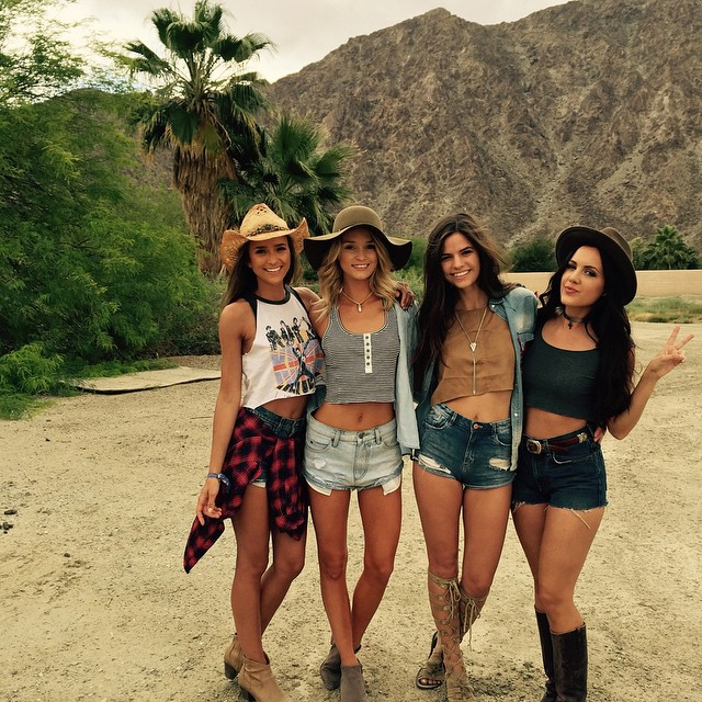 Kayla Lewis and friends :: @kaylareneelewis/Instagram