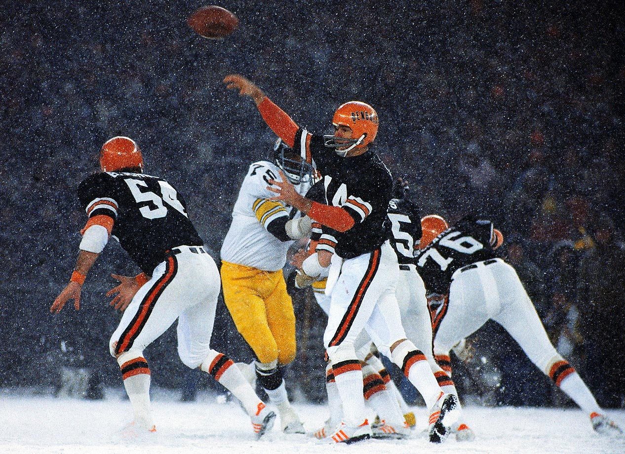 Cincinnati Bengals quarterback Ken Anderson passes against the Pittsburgh Steelers in an October 1976 game.