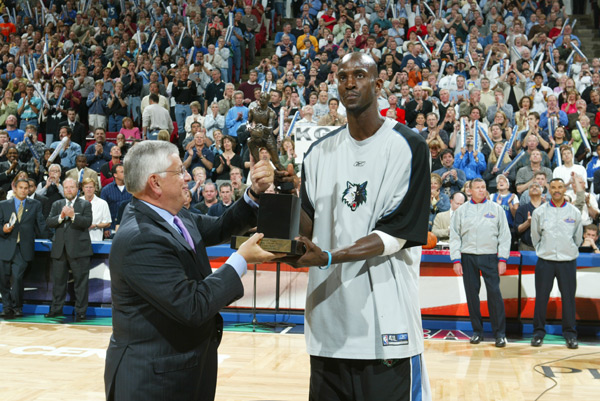 Kevin Garnett and David Stern (2004) :: John Biever/SI