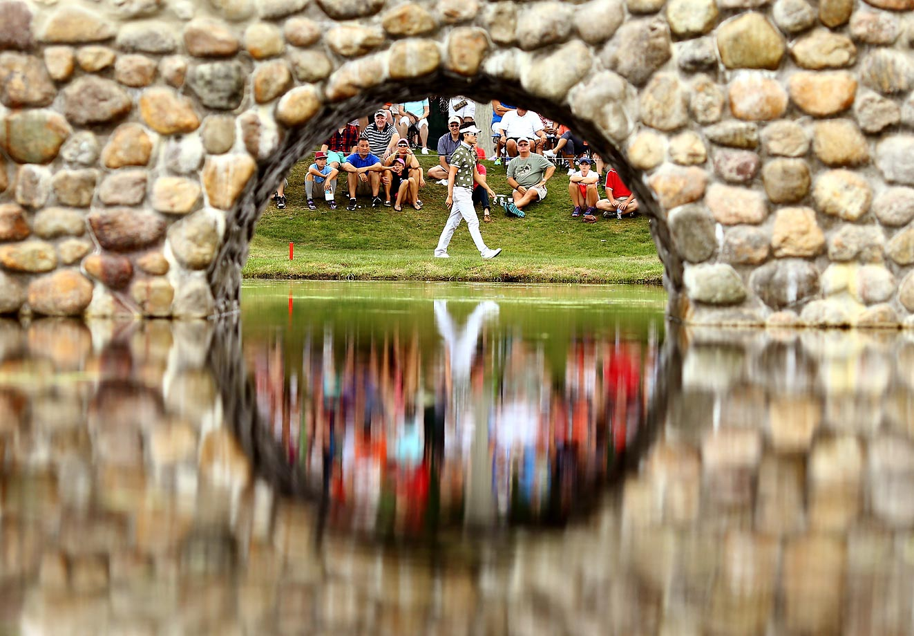 Kevin Na walks to the third green at the World Golf Championships in Akron, Ohio.