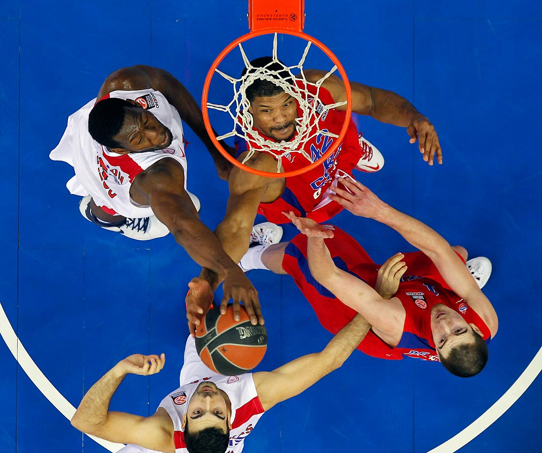 Kyle Hines of CSKA Moscow is pictured nicely in the net during a game against the Olympiacos Piraeus, during a game in Moscow.