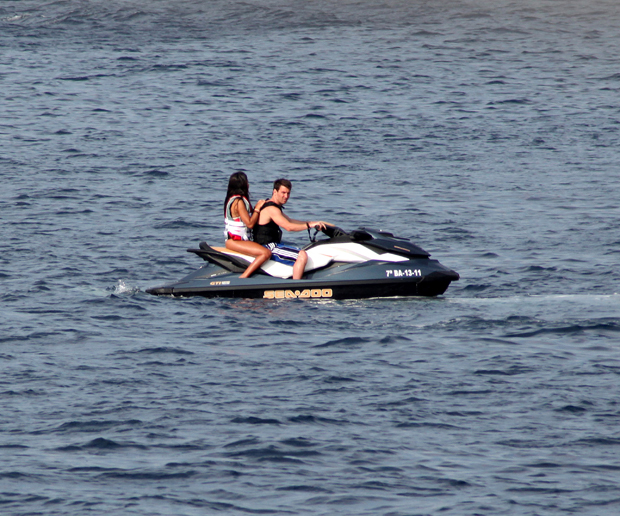 Messi and girlfriend Antonella Rocuzzo enjoy a vacation. (Getty Images)