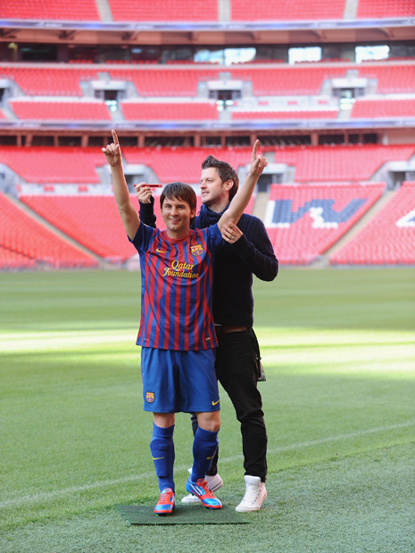 Messi's wax figure is unveiled in Wembley Stadium.  (Getty Images)