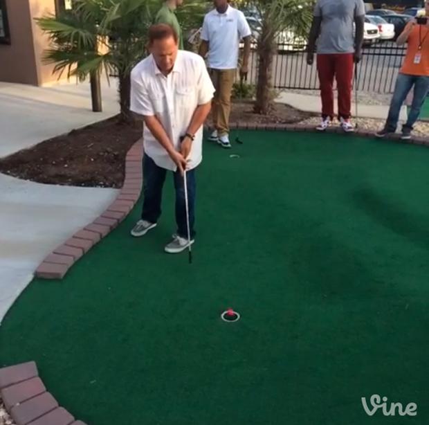 Les Miles converts an easy putt. (Vine)