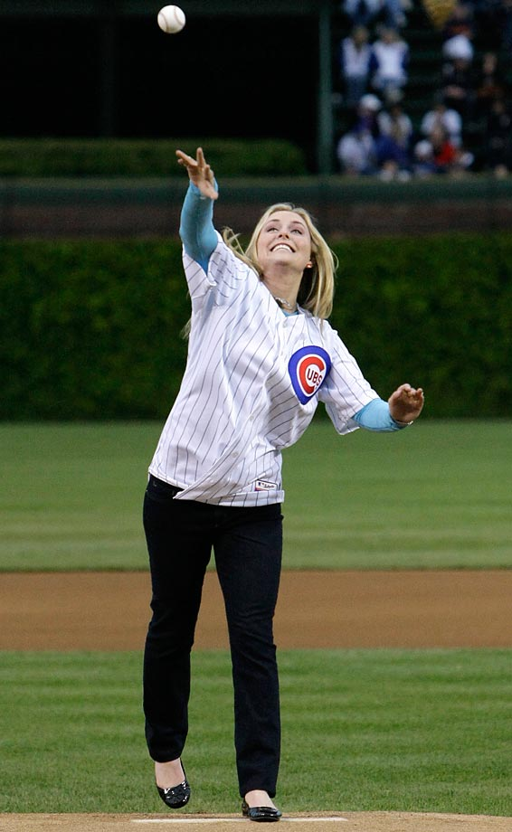 Vonn throws out the ceremonial first pitch before a Cubs game on May 18, 2010.