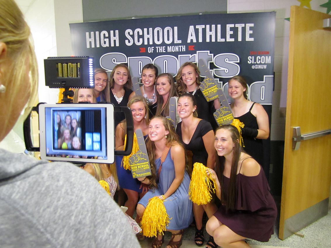 Maddy and her lacrosse teammates pose for SI's photo booth