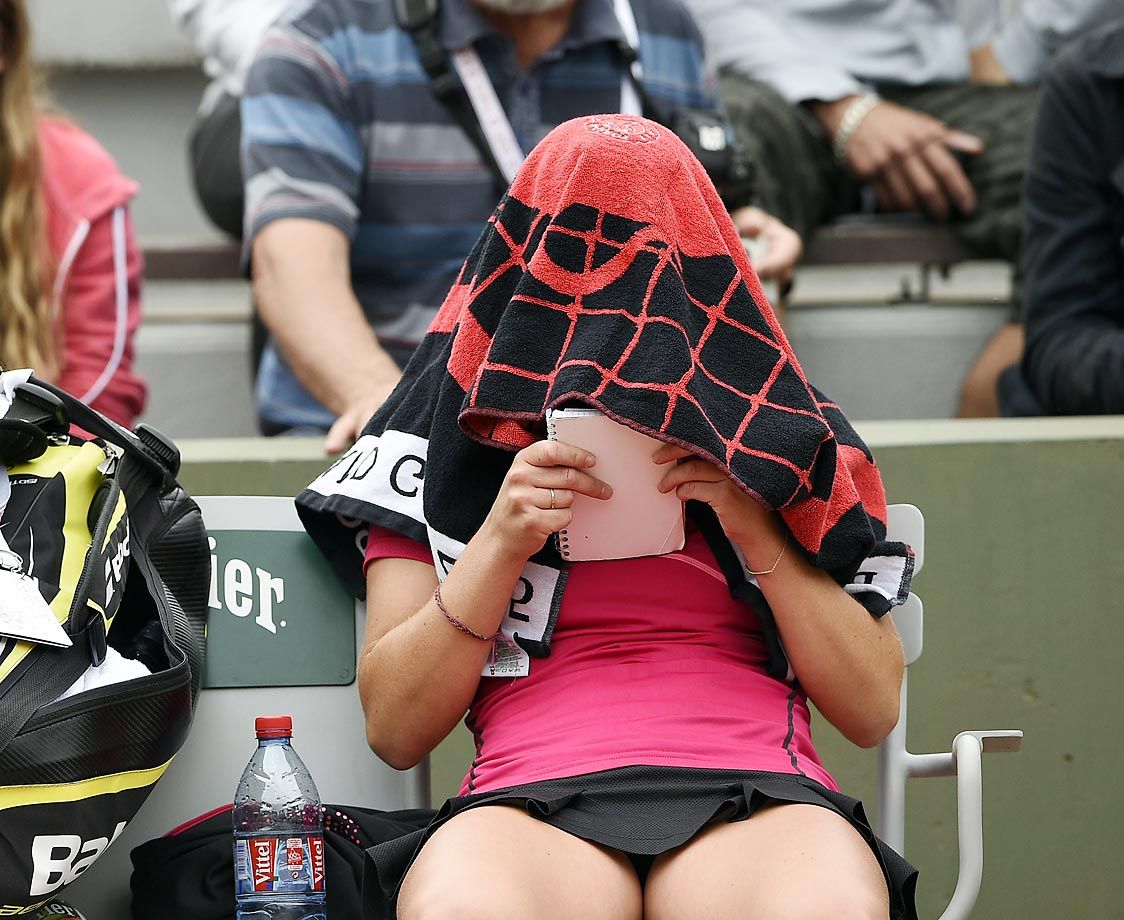 Manon Arcangioli with a note pad during her match against Irina Falconi at the French Open.