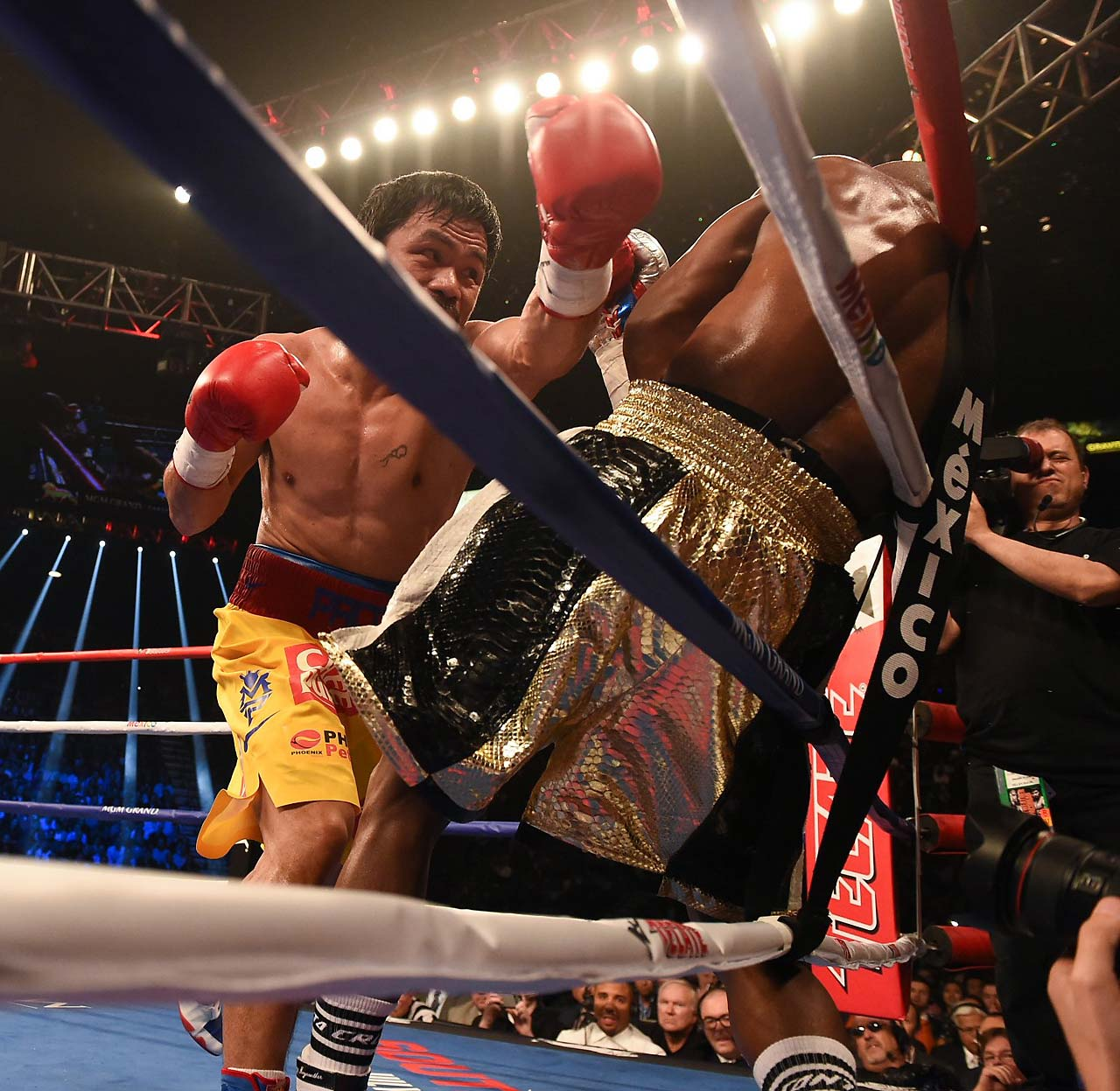 Ringside punch stats showed Mayweather landing 148 punches of 435, while Pacquiao landed 81 of 429. (AP)