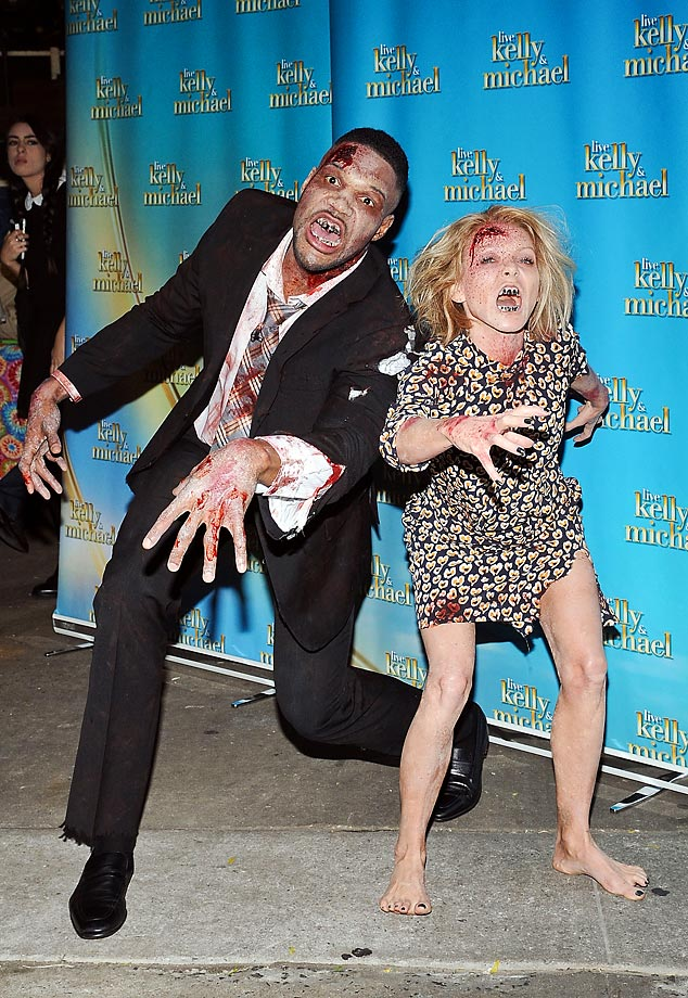 Michael Strahan and Kelly Ripa dressed up for Halloween at the Live With Kelly & MIchael show.
