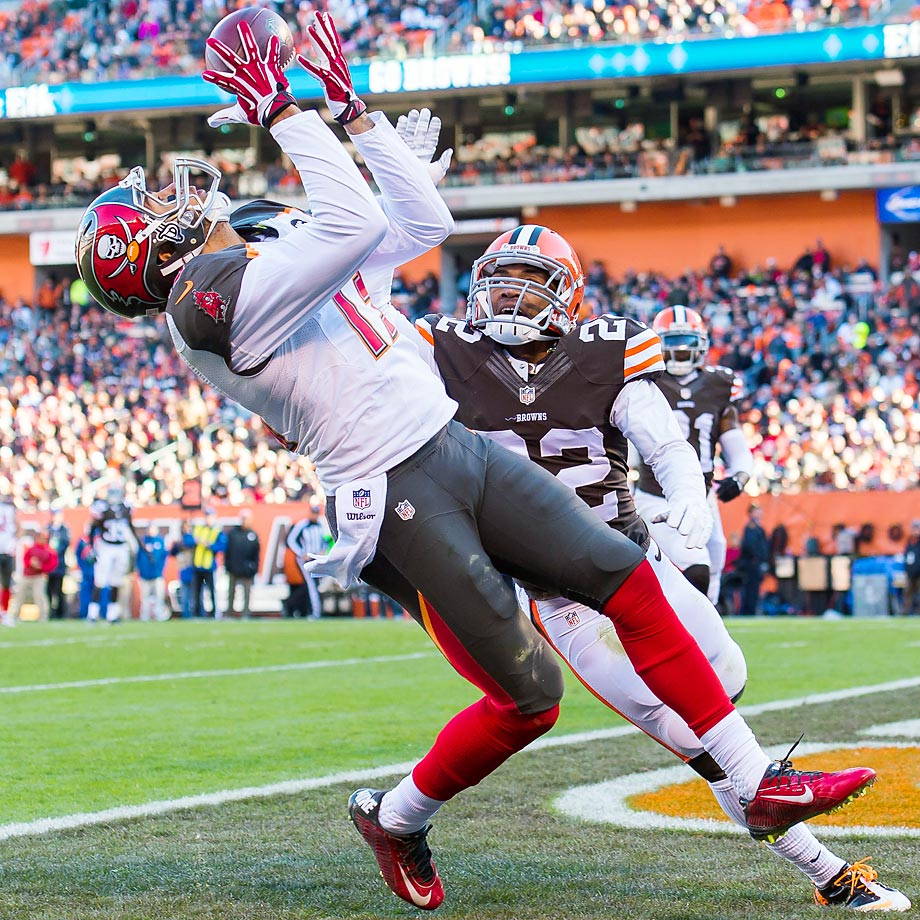 Bucs wide receiver Mike Evans catches a touchdown pass while under pressure from Browns cornerback Buster Skrine. Cleveland defeated Tampa Bay 22-17.
