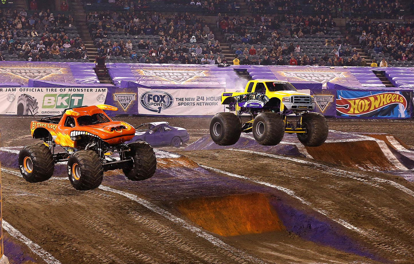 'El Toro Loco' (left) and 'Obsession' go head-to-head.