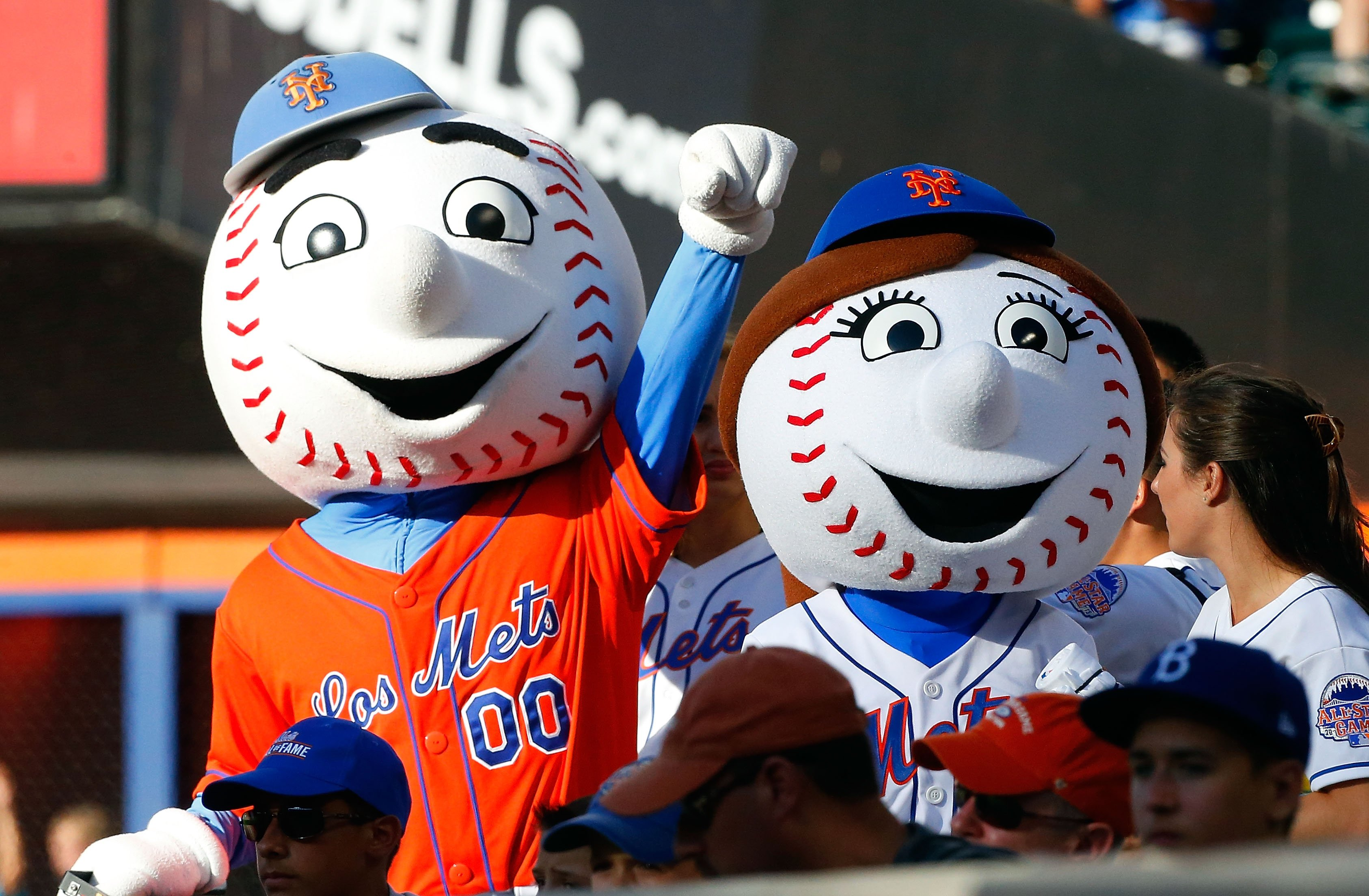 Mrs. Met :: Jim McIsaac/Getty Images