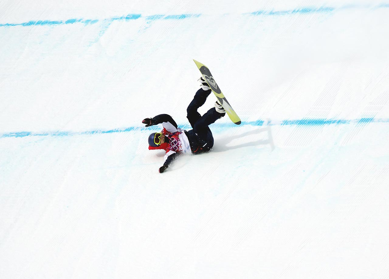 Aimee Fuller crashes in the Slopestyle semifinals.