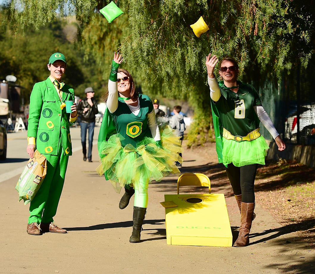 Oregon fans playing a game of Cornhole before their game against Florida State.