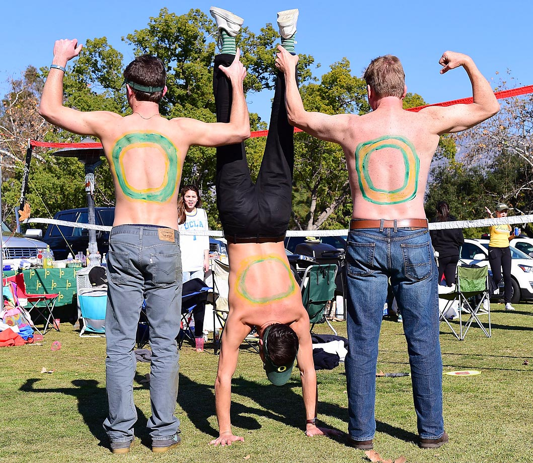 Oregon fans priming for their game against FSU.