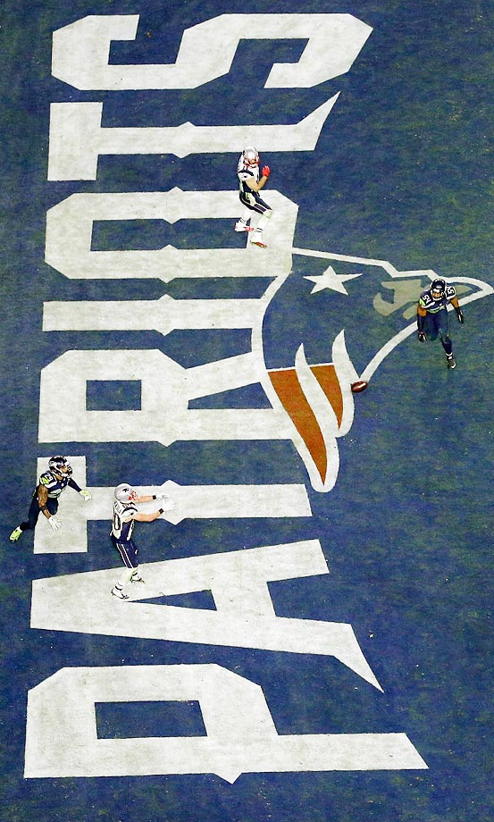 Patriots wide receiver Danny Amendola catches a four-yard touchdown pass in the second half of the Super Bowl.